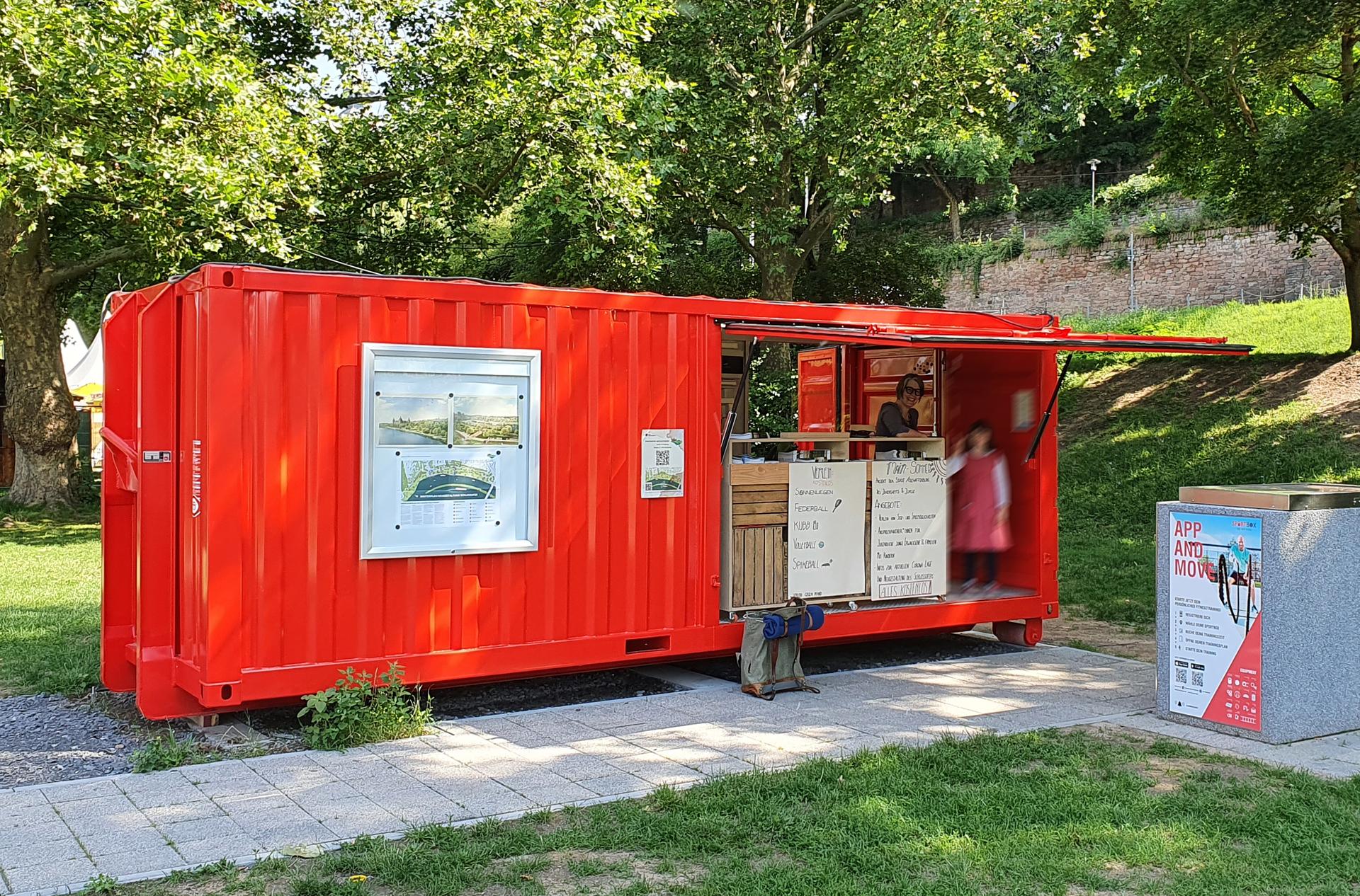 Neuer Treffpunkt am Main: der feuerrote Infocontainer Foto ©Daniel Altemeyer-Bartscher